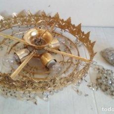 Antigüedades: LAMPARA VINTAGE DE BRONCE PARA TECHO CON CRISTALES. Lote 134892306