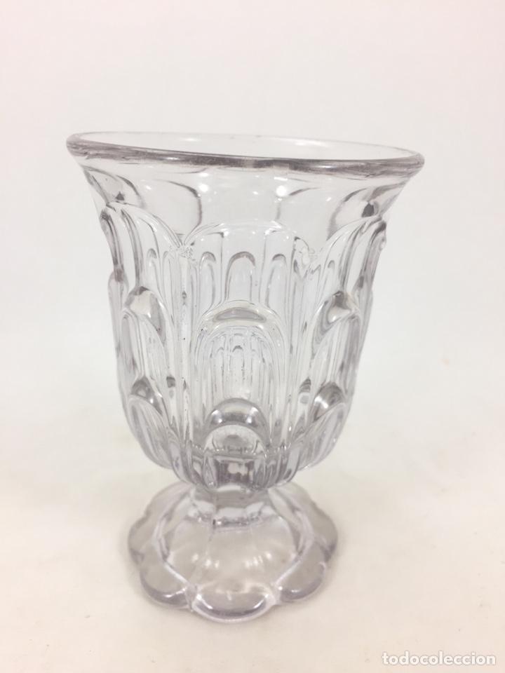 Antigüedades: Pequeña copa de cristal de la fábrica Santa Lucía de Cartagena con defecto de fabricación - Foto 2 - 134898759