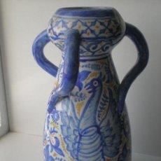 Antigüedades: JARRON DE TRES ASAS 25CM FIRMADO H.F.D. POSIBLEMENTE CERAMICA DE MANISES VALENCIA. Lote 134907354