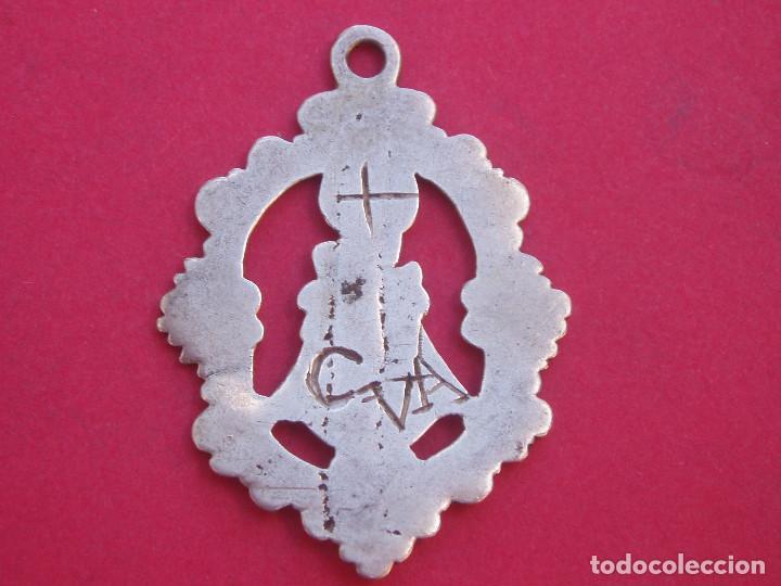 Antigüedades: Medalla Siglo XVIII en Plata Virgen de Covadonga. Asturias. - Foto 2 - 134944230
