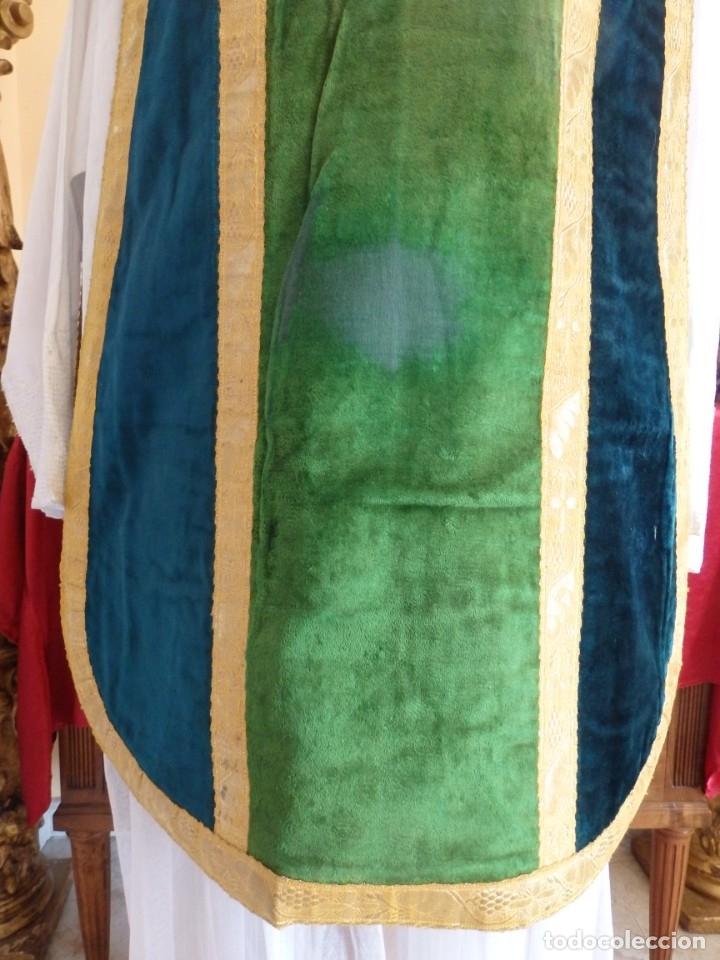 Antigüedades: Casulla con sus complementos a juego en terciopelo. Hacia 1900. - Foto 7 - 134953194
