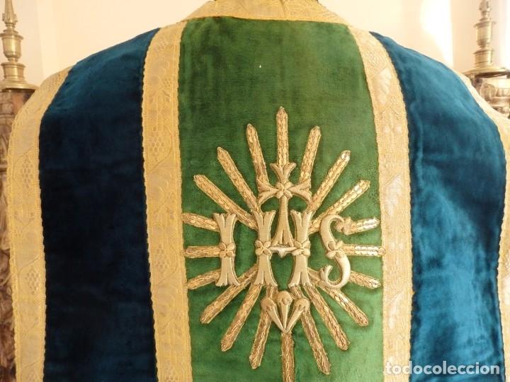 Antigüedades: Casulla con sus complementos a juego en terciopelo. Hacia 1900. - Foto 9 - 134953194