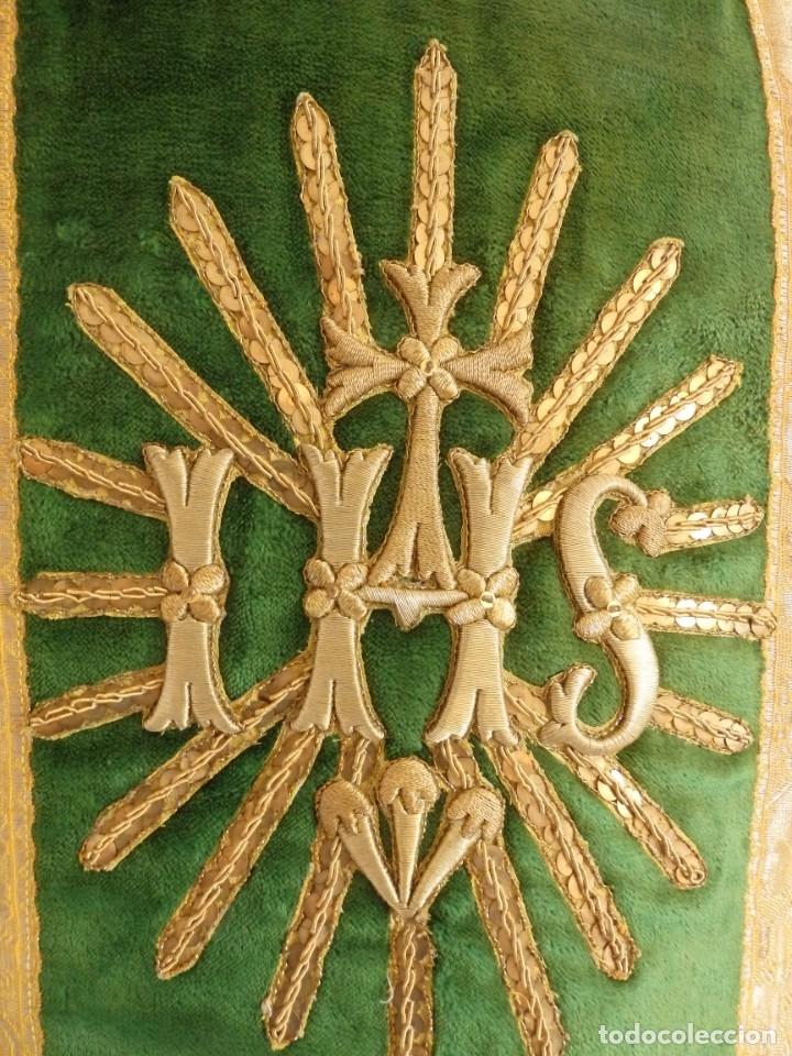 Antigüedades: Casulla con sus complementos a juego en terciopelo. Hacia 1900. - Foto 10 - 134953194