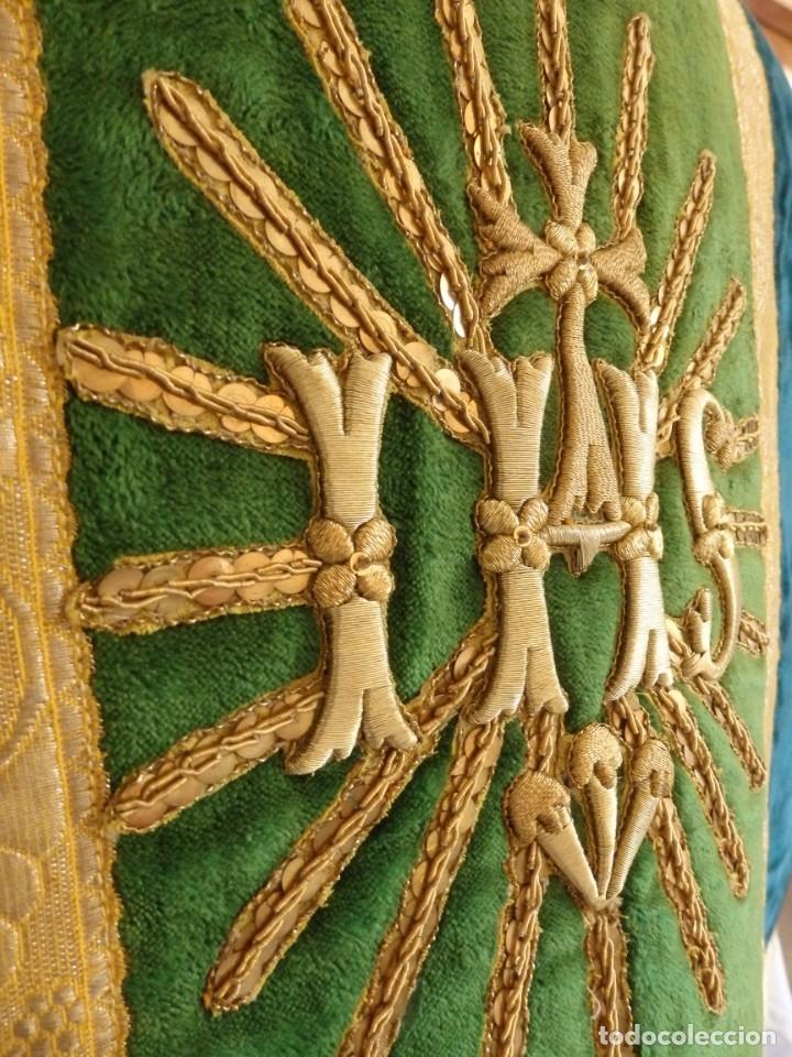 Antigüedades: Casulla con sus complementos a juego en terciopelo. Hacia 1900. - Foto 11 - 134953194