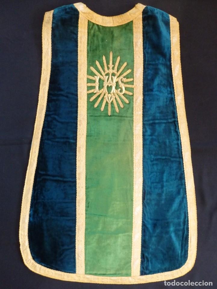 Antigüedades: Casulla con sus complementos a juego en terciopelo. Hacia 1900. - Foto 13 - 134953194