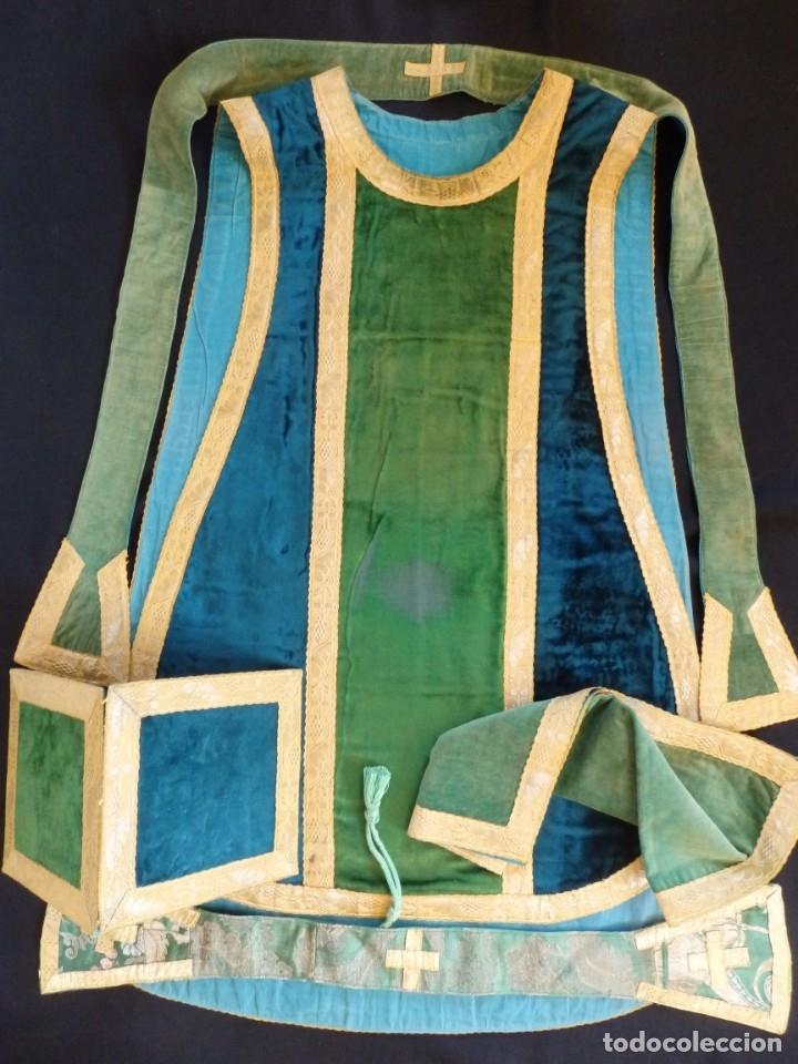 Antigüedades: Casulla con sus complementos a juego en terciopelo. Hacia 1900. - Foto 14 - 134953194
