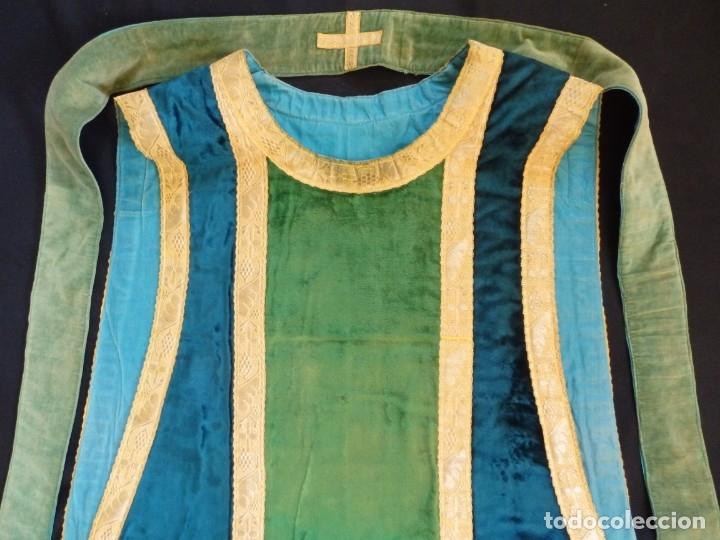 Antigüedades: Casulla con sus complementos a juego en terciopelo. Hacia 1900. - Foto 15 - 134953194