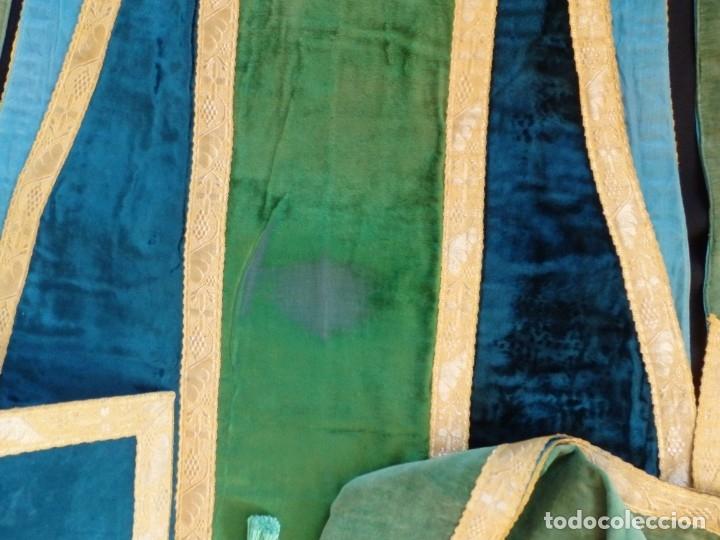Antigüedades: Casulla con sus complementos a juego en terciopelo. Hacia 1900. - Foto 16 - 134953194
