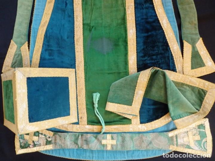 Antigüedades: Casulla con sus complementos a juego en terciopelo. Hacia 1900. - Foto 17 - 134953194
