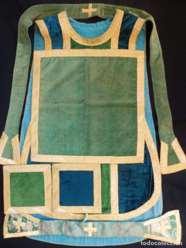 Antigüedades: Casulla con sus complementos a juego en terciopelo. Hacia 1900. - Foto 18 - 134953194