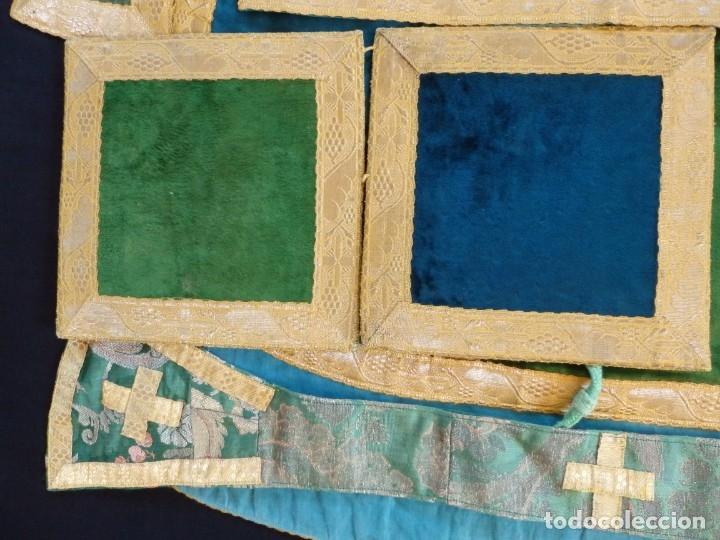 Antigüedades: Casulla con sus complementos a juego en terciopelo. Hacia 1900. - Foto 19 - 134953194