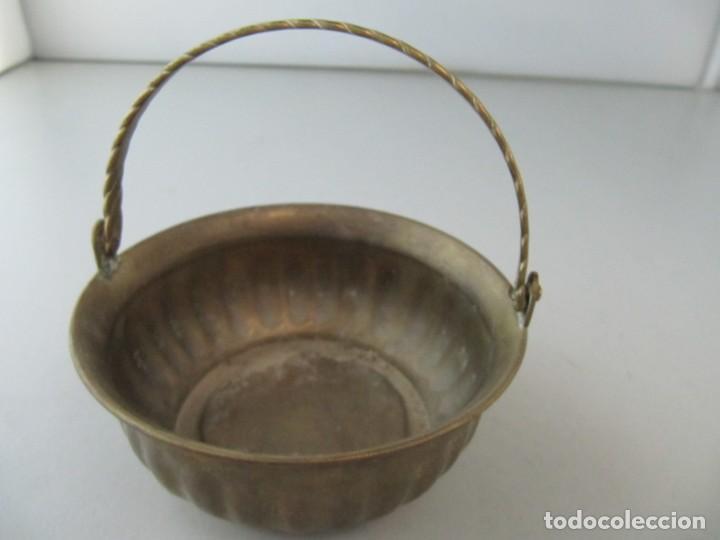 ANTIGUA CAZUELA DE BRONCE MINIATURA. TAMAÑO 11 CM DE DIÁMETRO POR 4,5 CM DE ALTURA (Antigüedades - Hogar y Decoración - Otros)