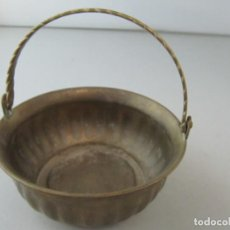 Antigüedades: ANTIGUA CAZUELA DE BRONCE MINIATURA. TAMAÑO 11 CM DE DIÁMETRO POR 4,5 CM DE ALTURA. Lote 134959746