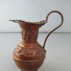 Antigüedades: ANTIGUA MINIATURA DE JARRÓN DE COBRE. TAMAÑO 8 CM DE ALTURA. Lote 134959822