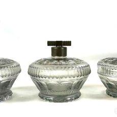 Antigüedades: LICORERA, DISPENSADOR Y BOMBONERA. CRISTAL TALLADO. ESPAÑA. SIGLO XX.. Lote 134972458