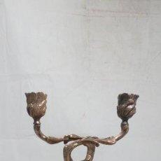 Antigüedades: CANDELABRO ALUMINIO MACIZO DOS BRAZOS, DERNISTA, CANDELERO, DECORACIÓN. Lote 134986110