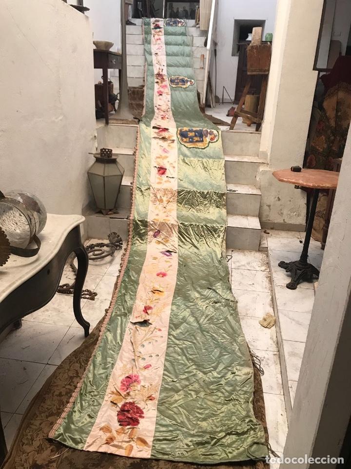 Antigüedades: Gran ornamento de seda en parte pintada y con escudos heráldicos - Foto 4 - 75683671