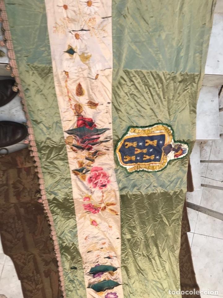 Antigüedades: Gran ornamento de seda en parte pintada y con escudos heráldicos - Foto 7 - 75683671