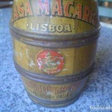 Antigüedades: ANTIGUA CAJA EN METAL FORMA BARRIL CASA MACARIO LISBOA CACAO. Lote 135008642