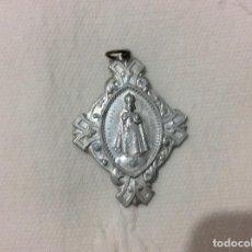 Antigüedades: MEDALLA DEL NIÑO JESUS DE PRAGA REVERSO LA VIRGEN DEL CARMEN. Lote 135065374