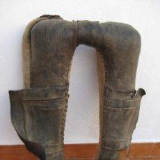 Antigüedades: ANTIGUA COLLERA DE PIEL Y TELA. Lote 135094954