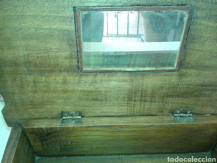 Antigüedades: ANTIGUA CAJA DE MADERA DE NOGAL CON PATAS TIPO TORTUGA DE BRONCE - Foto 4 - 135119233