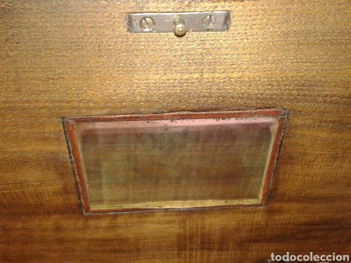 Antigüedades: ANTIGUA CAJA DE MADERA DE NOGAL CON PATAS TIPO TORTUGA DE BRONCE - Foto 5 - 135119233