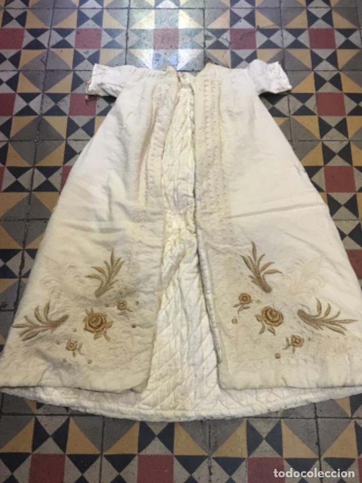 Antigüedades: Antiguo vestido de bautizo principio de S. XX bordado a mano 3 piezas vestido , capa , gorra . - Foto 3 - 135136122