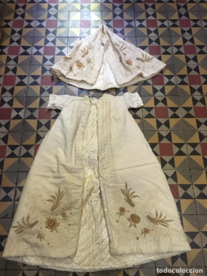 Antigüedades: Antiguo vestido de bautizo principio de S. XX bordado a mano 3 piezas vestido , capa , gorra . - Foto 4 - 135136122