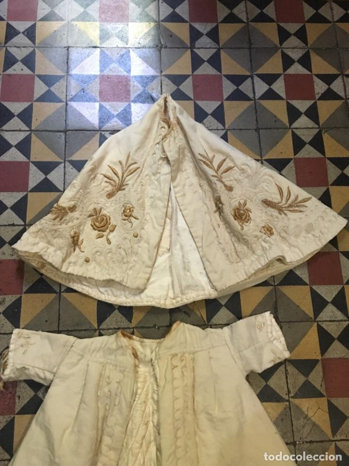 Antigüedades: Antiguo vestido de bautizo principio de S. XX bordado a mano 3 piezas vestido , capa , gorra . - Foto 5 - 135136122