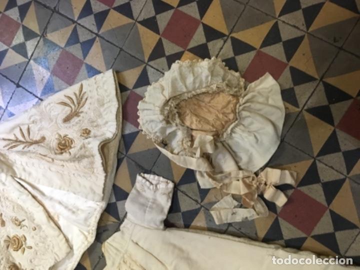 Antigüedades: Antiguo vestido de bautizo principio de S. XX bordado a mano 3 piezas vestido , capa , gorra . - Foto 7 - 135136122