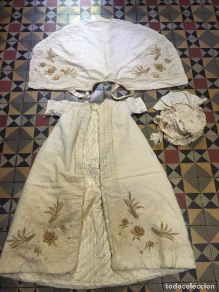 Antigüedades: Antiguo vestido de bautizo principio de S. XX bordado a mano 3 piezas vestido , capa , gorra . - Foto 8 - 135136122
