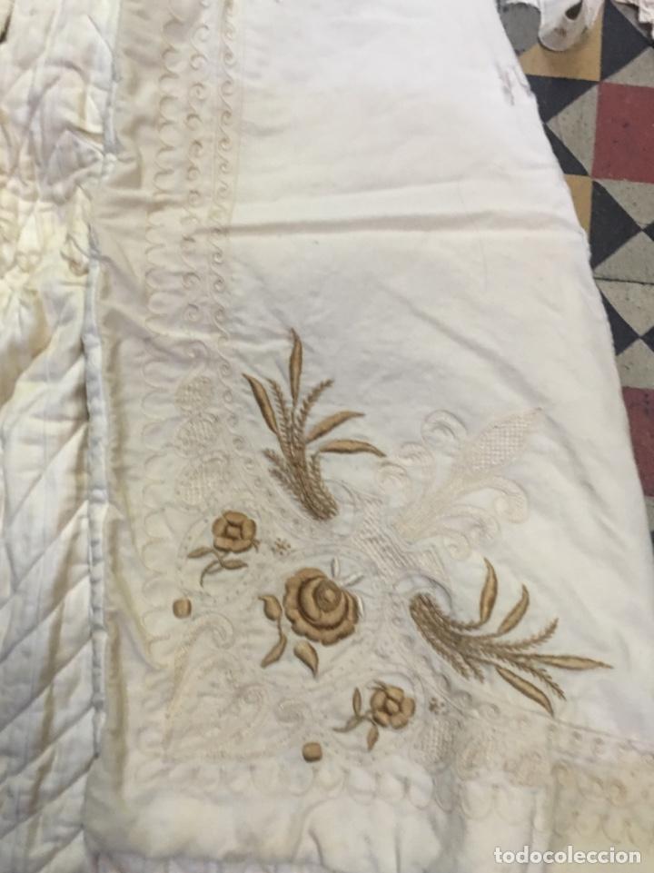 Antigüedades: Antiguo vestido de bautizo principio de S. XX bordado a mano 3 piezas vestido , capa , gorra . - Foto 10 - 135136122