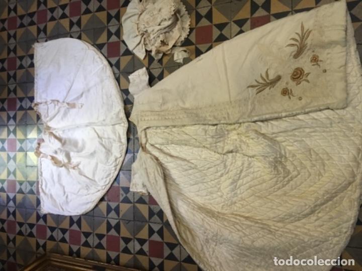 Antigüedades: Antiguo vestido de bautizo principio de S. XX bordado a mano 3 piezas vestido , capa , gorra . - Foto 11 - 135136122