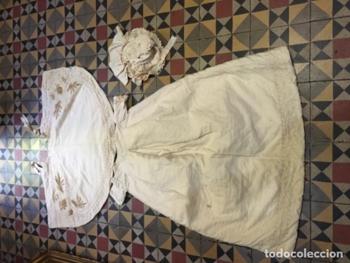 Antigüedades: Antiguo vestido de bautizo principio de S. XX bordado a mano 3 piezas vestido , capa , gorra . - Foto 12 - 135136122