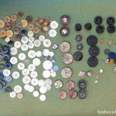 Antigüedades: 144 BOTONES. TRAJES REGIONALES, TELA, METAL, NACAR..... Lote 135142782