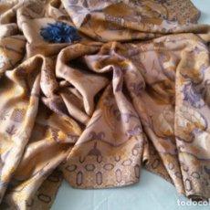 Antigüedades: PRECIOSA Y ANTIGUA COLCHA -BROCADO-SEDA. Lote 135151750