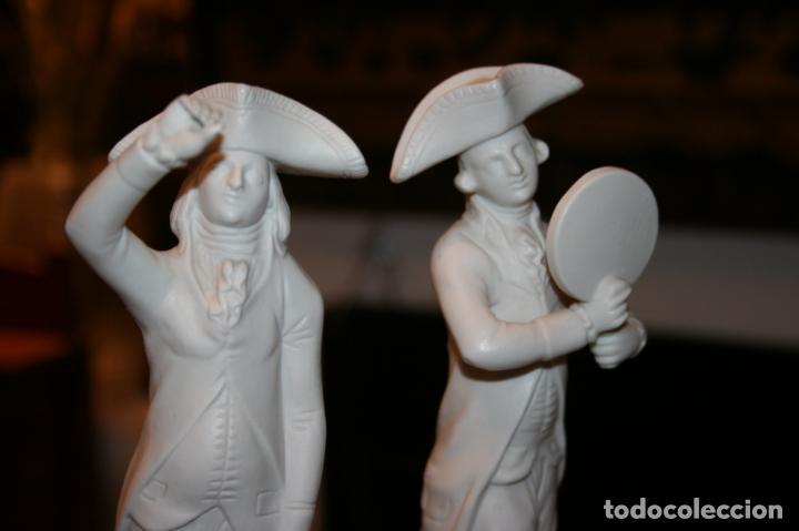 Antigüedades: Dos figuras biscuit blanco Jefatura del Estado,patrimonio nacional escudo Franquismo año 1969 - Foto 3 - 135155802