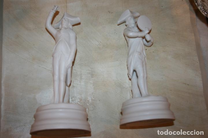 Antigüedades: Dos figuras biscuit blanco Jefatura del Estado,patrimonio nacional escudo Franquismo año 1969 - Foto 7 - 135155802