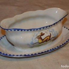 Antigüedades: VINTAGE - ANTIGUA SALSERA CON PLATO - MOD. VILLARROEL, PINTADO A MANO - DOÑANA - CARTUJA PICKMAN. Lote 135160066