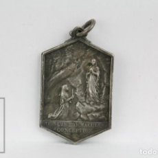 Antigüedades: ANTIGUA MEDALLA RELIGIOSA - VIRGEN MARÍA, JE SUIS L'IMMACULÉE CONCEPTION / B. SOUBIROUS - AÑO 1858. Lote 135188486