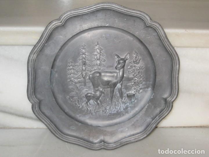 Antigüedades: Plato o centro de mesa en Peltre. Plomo. motivo ciervo.Sellado. - Foto 3 - 135195346
