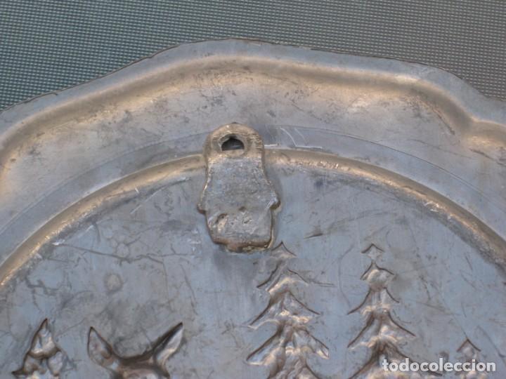 Antigüedades: Plato o centro de mesa en Peltre. Plomo. motivo ciervo.Sellado. - Foto 4 - 135195346