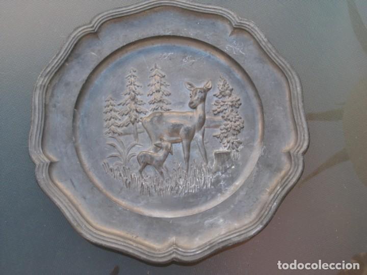 Antigüedades: Plato o centro de mesa en Peltre. Plomo. motivo ciervo.Sellado. - Foto 5 - 135195346