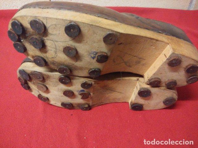 Antigüedades: ANTIGUOS ZUECOS DE MADERA Y CUERO - Foto 6 - 135200318