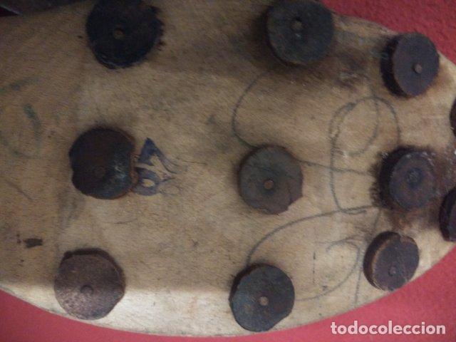 Antigüedades: ANTIGUOS ZUECOS DE MADERA Y CUERO - Foto 7 - 135200318