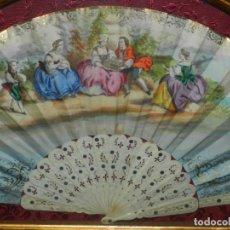 Antigüedades: (M) ABANICO ANTIGUO DE MARFILCON ESCENA ROMANTICA CON MARCO DE MADERA ,EL ABANICO MIDE 50 X 26 CM. Lote 135203666