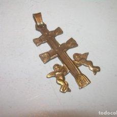 Antigüedades: ANTIGUA Y BONITA CRUZ DE CARAVACA...EN PLATA DORADA.. Lote 135216930
