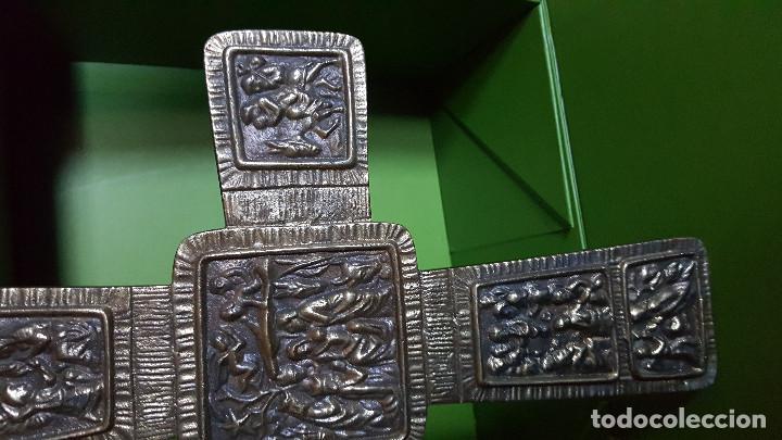 Antigüedades: PRECIOSA CRUZ ANTIGUA DE BRONCE CON ESCENAS BÍBLICAS - GRAN TAMAÑO (VER FOTOS) - Foto 4 - 135227626