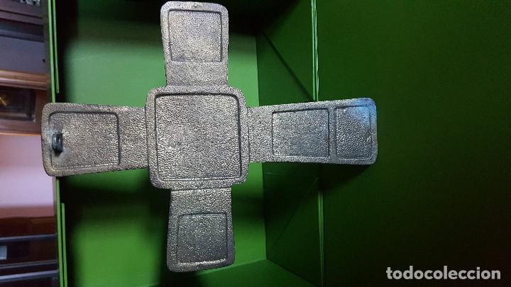 Antigüedades: PRECIOSA CRUZ ANTIGUA DE BRONCE CON ESCENAS BÍBLICAS - GRAN TAMAÑO (VER FOTOS) - Foto 5 - 135227626